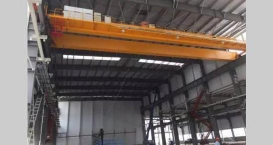 在温州瓯江口的新能源汽车智能产业园基地,部分工厂厂房已经进行封顶