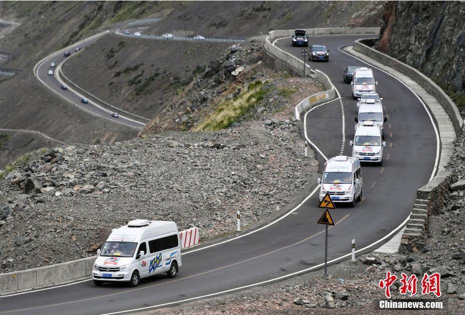 百余辆自驾车集结新疆独山子 穿越最美独库公路
