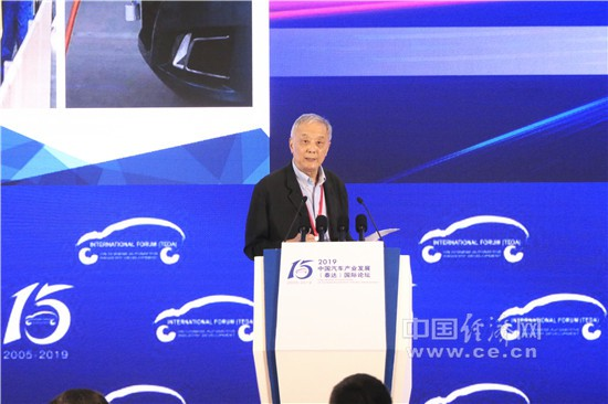 李万里:盲目禁止燃油车发展 不利于产业和国家安全